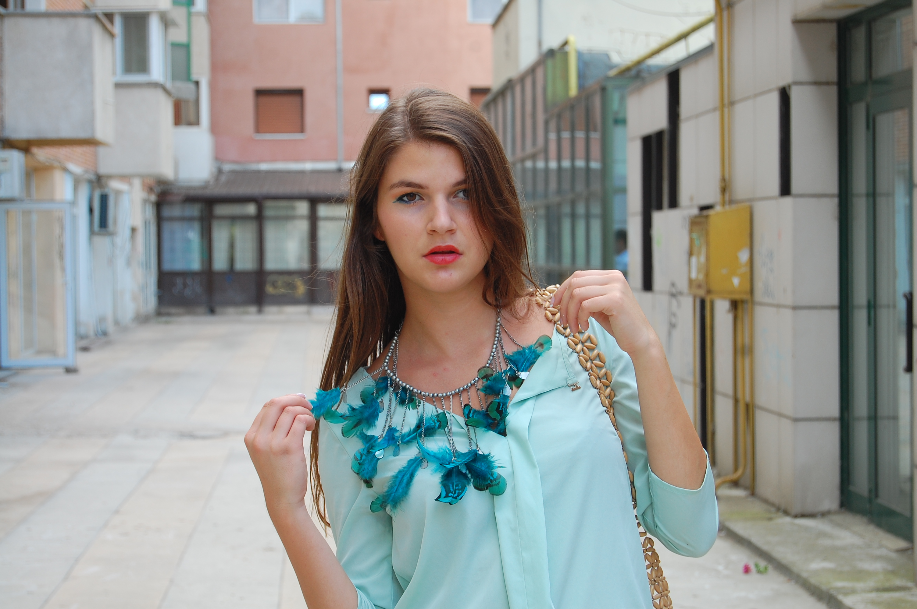 feathered necklace, pastels outfit blog, bloggeri din bacau
