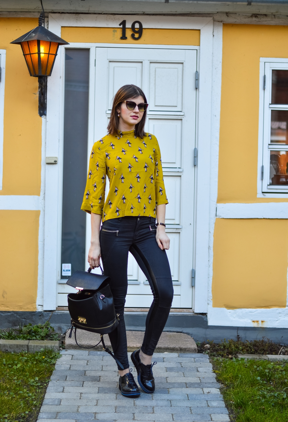 how to wear yellow mustard, life in horsens,student in horsens opinions,photos taken with nikon d3200,lifestyle blogger,glamthug blog,spring in denmark,flowers in denmark