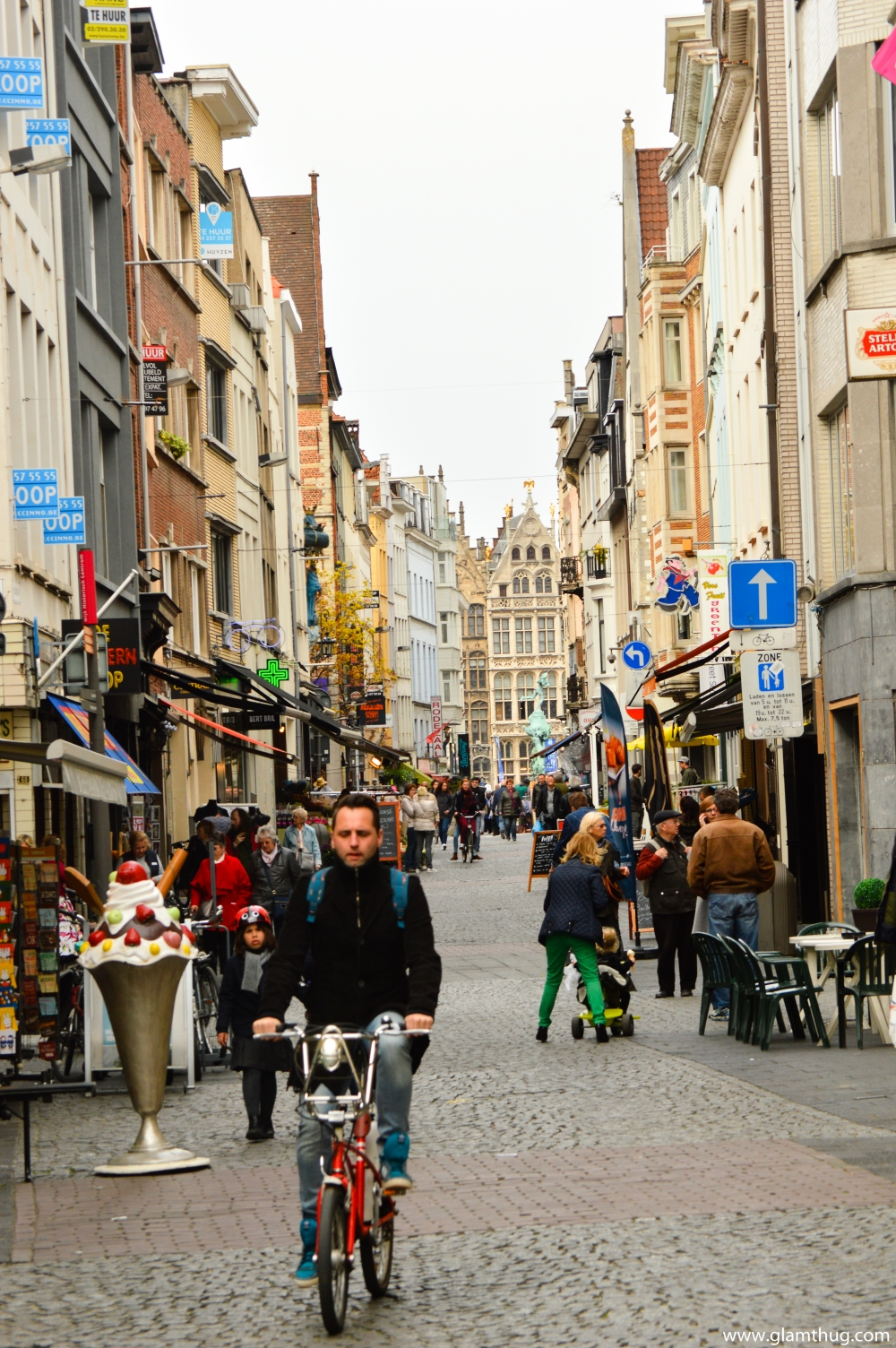 on the streets of antwerp,antwerp,arhitecture in belgium,what to visit in belgium, visit bruxelles, what to do in belgium, glamthug blog