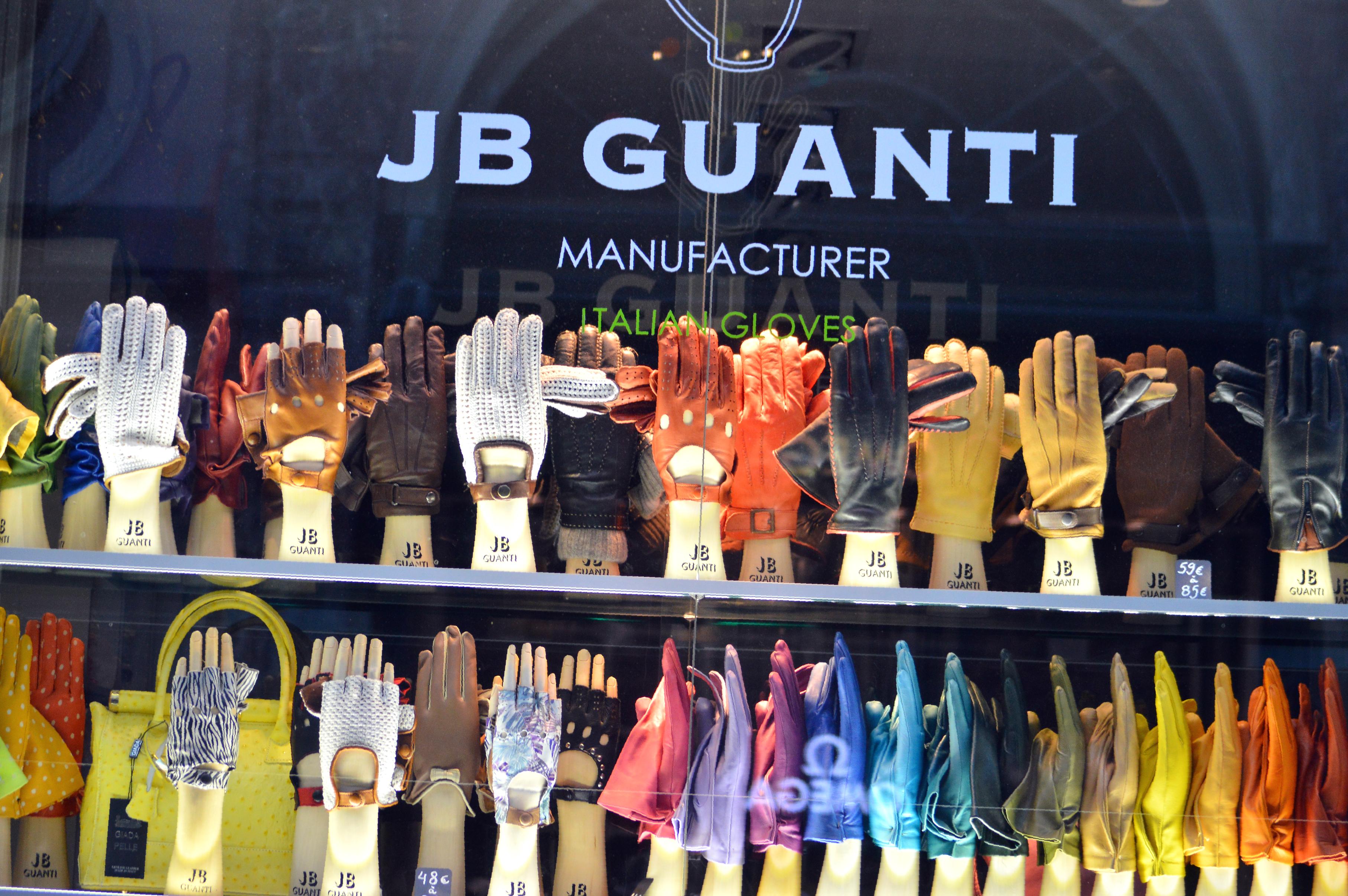 leather gloves,window shopping in brussels, shopping streets in brussels, glamthug blog, belgian fashion, galerie de la reine